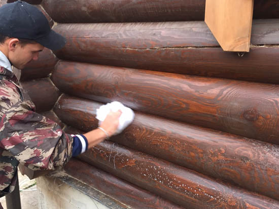 Обработка бревен сруба, дома перед герметиком теплый шов